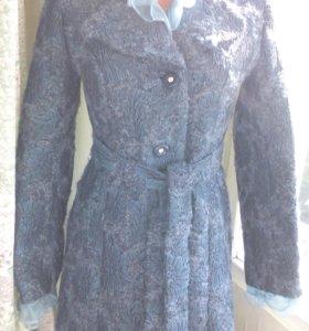 Пальто.42-44 размер