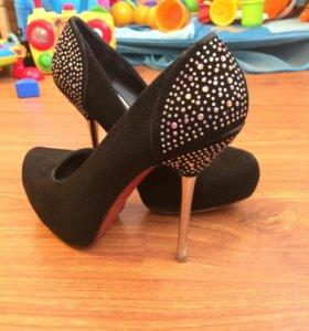 Туфли на шпильке 36 размер
