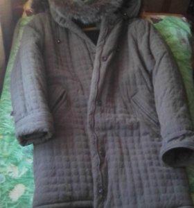 Продам тёплую куртку с капюшоном