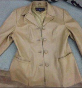 Куртка женская .р.48(L)