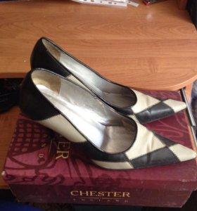 Туфли 38-39 размер . 89085106422