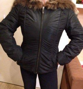 Куртка с натуральный мехом енота
