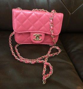Сумочка Chanel.