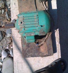 Двигатель для шлифования деталей из дерева