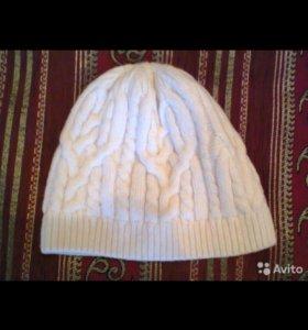 Шапка вязанная белого цвета
