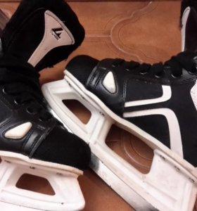 Коньки хоккейные (на мальчика)