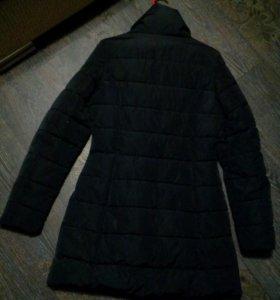 Куртка черная удлиненная.Размер 42-44.