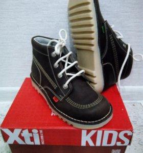 Абсолютно новые ботинки на мальчика