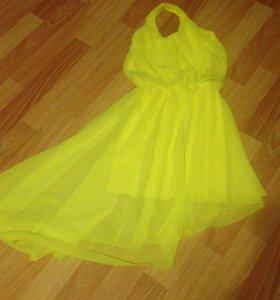 Платье яркое!