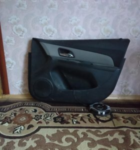 Обшивка двери шевроле круз, передняя пассажирская