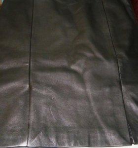 Кожаная жилетка и кожаная юбка в наличии