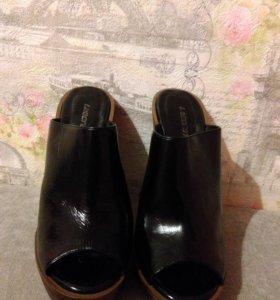 Туфли на натуральном деревянном каблуке.
