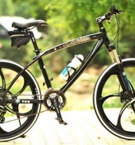 Крутой велосипед на литых дисках