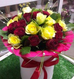 Цветы в круглой коробке