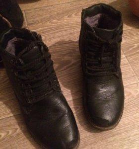 Обувь 2 пары за эту цену,одни кожанные,37и 38 рр