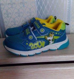 Новые кроссовки,р-р28