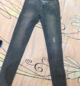 Новые джинсы р.44