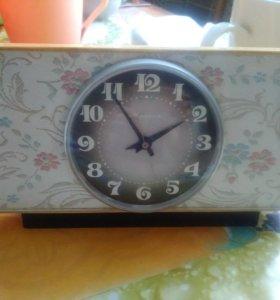 Продам настольные часы фирмы молния 1975г.