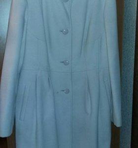 Демисезонное пальто(размер 48)