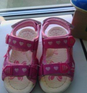 Туфли и сандали 25 и 26 размер