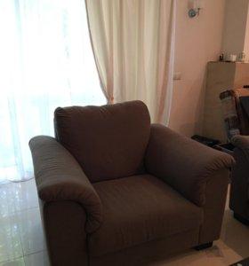 Диван, два кресла, столик
