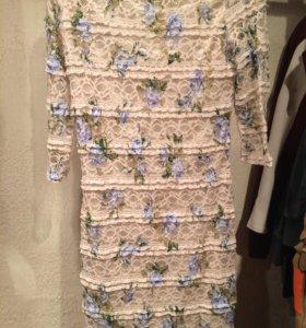 Платье с голубыми розами
