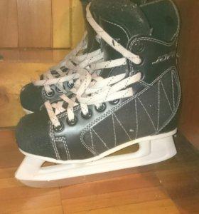 Коньки хоккейные 35 размер