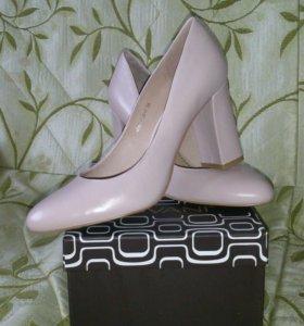Туфли светлые 39 размер