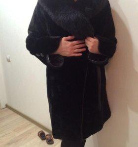Шуба мутоновая с шикарным воротником из чернобурки