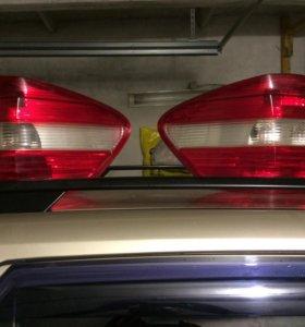 Задние фонари на мл 350 W164  немного б/у оригинал