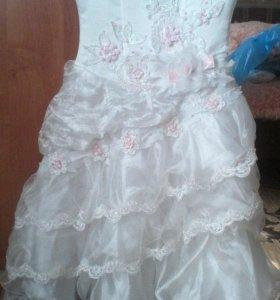 Платье на корсете б/у