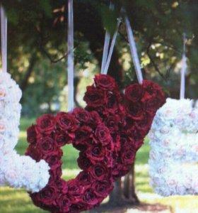 LOVE из бумажных роз