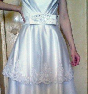 Свадебное платье 42-44 р-р, новое + фата, подвязки