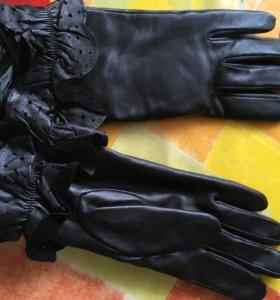 Новые  кожаные перчатки черные р.6,5