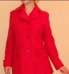 Пальто красное (осень-весна)