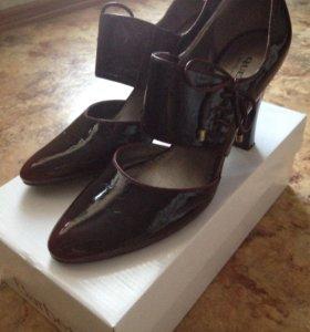 Туфли лакированные 40 размер