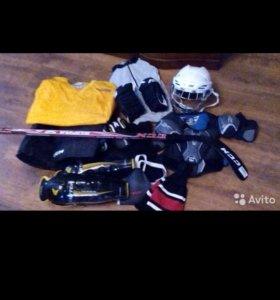 Экиперовка хоккейная..на возраст 10 ,11 лет.