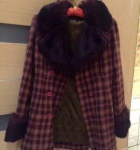 Шерстяное осенне -весеннее пальто