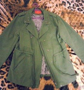 Куртка парка новая. Очень много одежды.