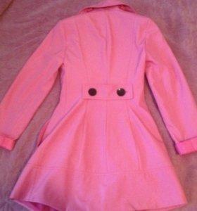 Розовое пальто- плащ на девочку 20-12 лет