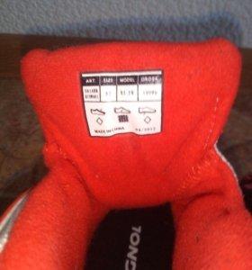 Лыжные ботинки р. 32 торг