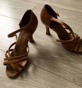 Туфли на латину