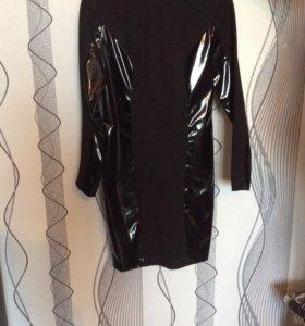 Платье женское трикотажное с лаковыми вставками