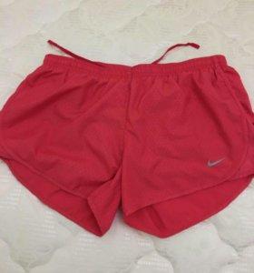 Шорты  Nike , размер м