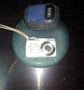 """Фотоаппарат """"Сони"""" в чехле + карта памяти."""