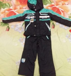 продам детский костюм осень-весна.