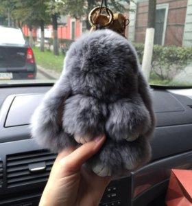Меховые брелки-зайчики