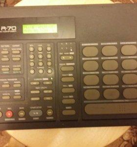 Машинка ритма Roland R-70