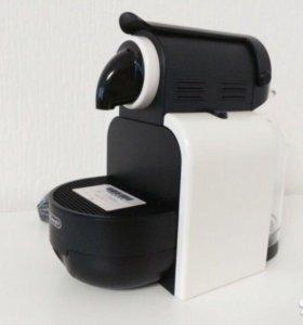 Кофемашина капсульного типа Nespresso De Longhi es
