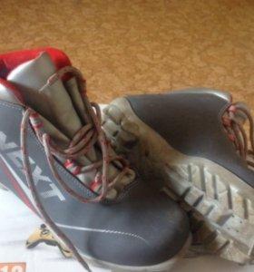 Продам лыжи и ботики 38 размер